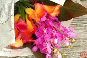 レッドダッチェスとカリプソ、カラーの花束1